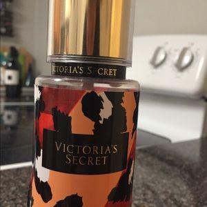 Victoria's Secret wild vanilla fragrance mist